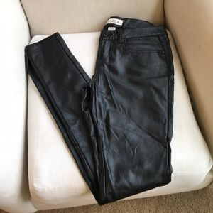 Faux leather skinny pants - black